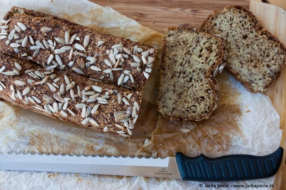 Prirodzene bezlepkový chlebík – bez droždia a bez kvásku