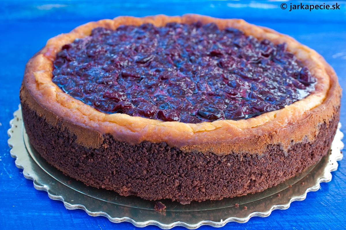 Tvarohový koláč (cheesecake) s višňovým želé