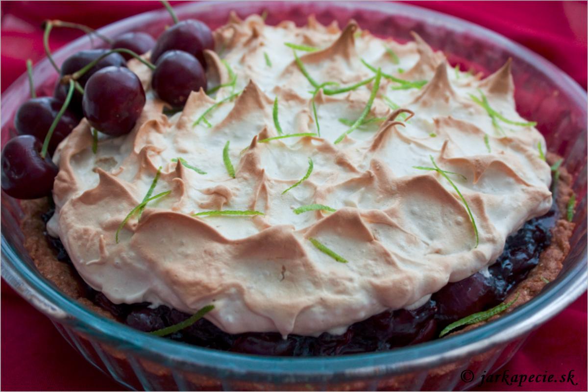 Višňový krehký koláč so snehovou perinou