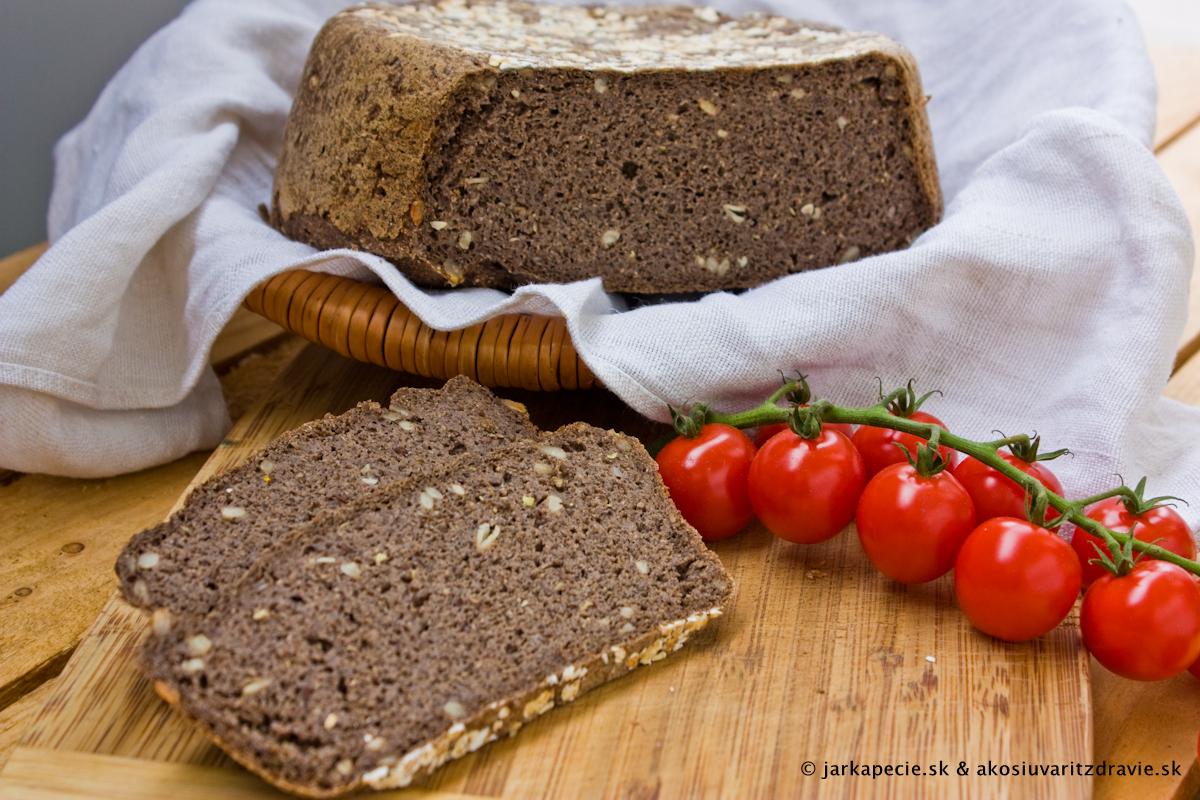 Pohánkový chlieb – bez lepku, droždia aj kvásku