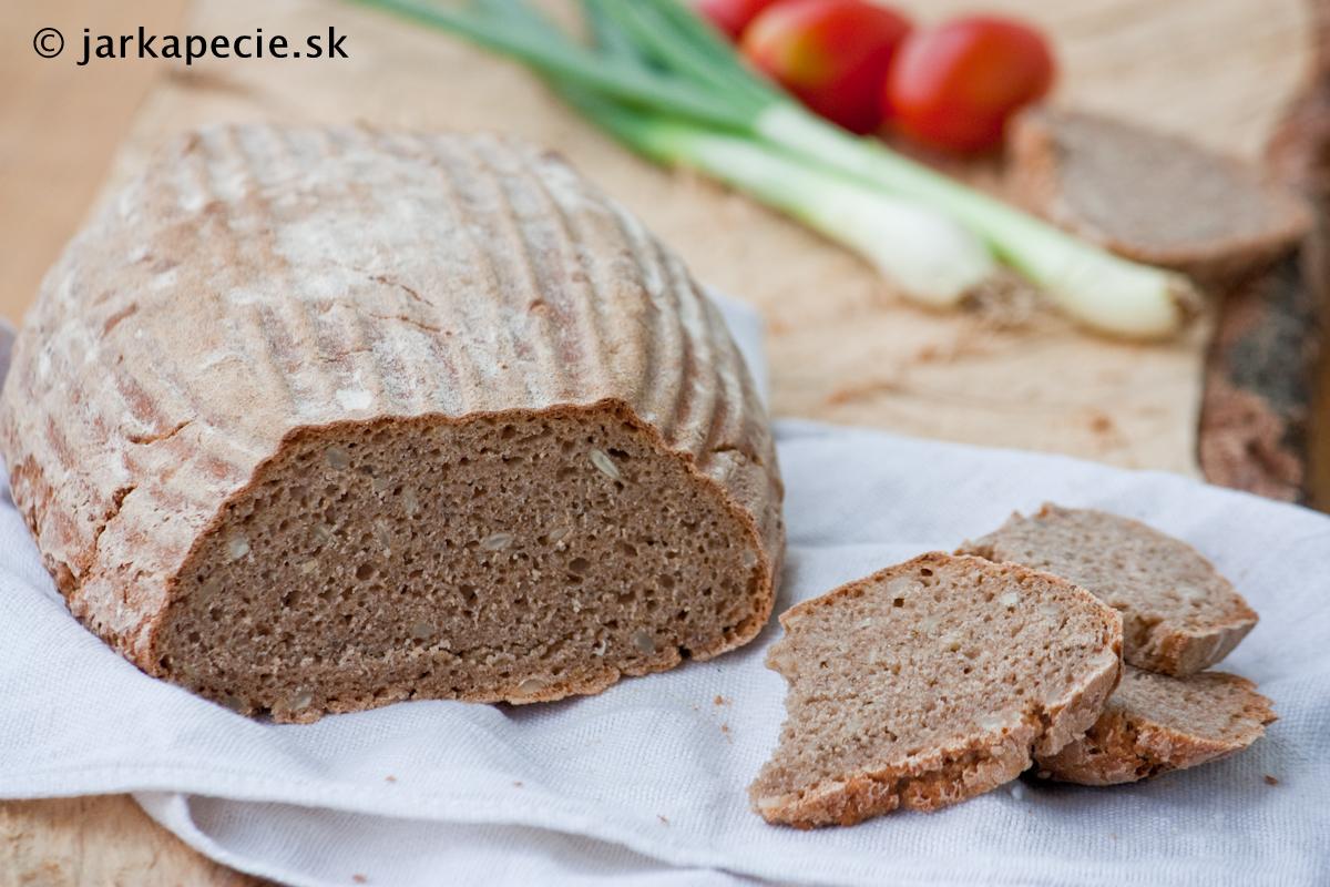 Kváskový chlieb s makom