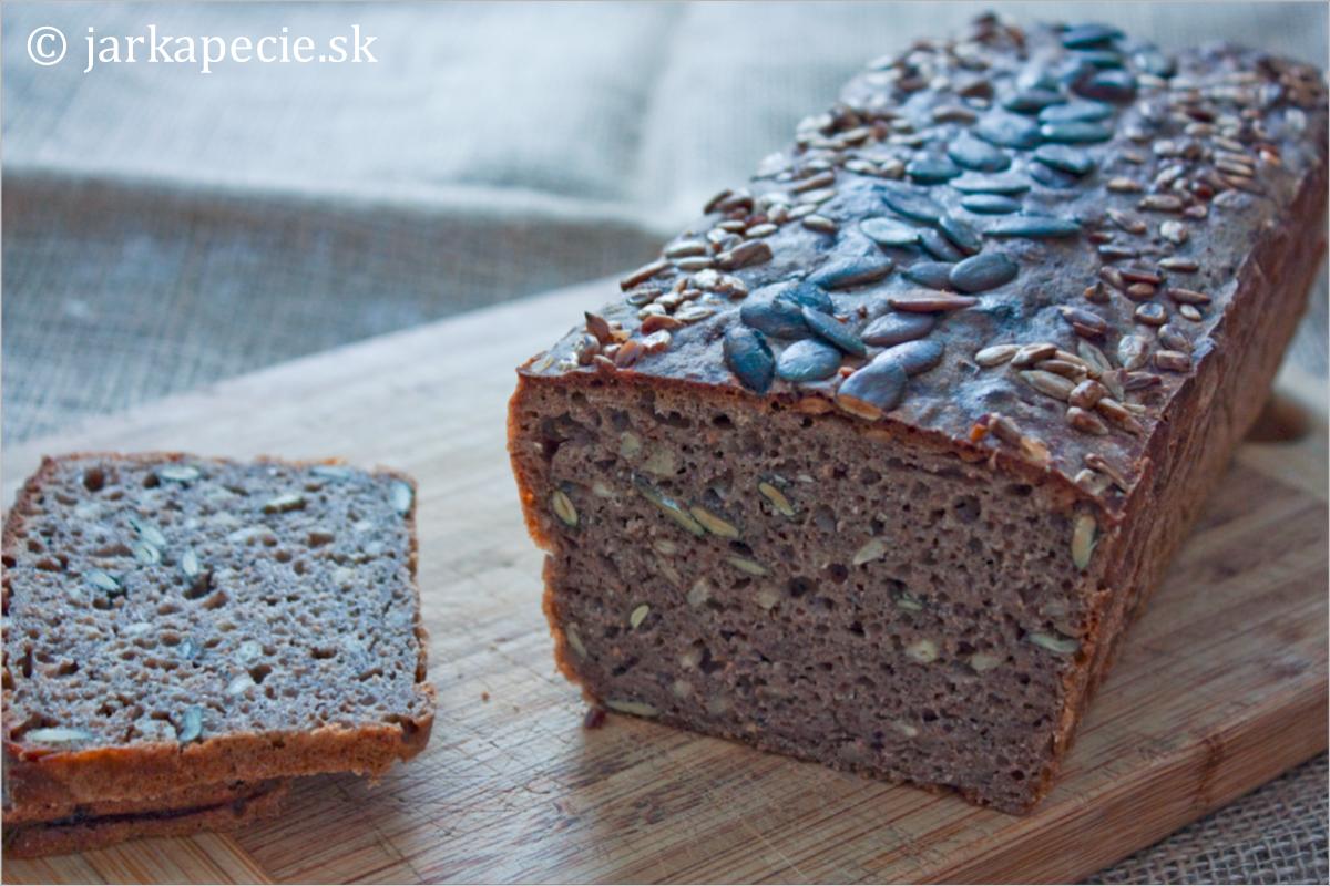 Ražno – pohánkový kváskový chlieb