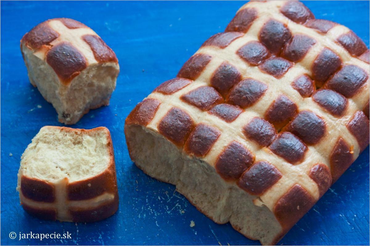 Anglické kváskové mazance – hot cross buns